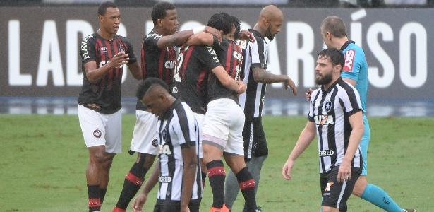 Na luta por um lugar na Copa Libertadores, o Botafogo fez uma partida para lá de apagada. Foto: Fernando Soutello/AGIF - retirada do UOL
