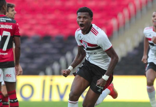 Arboleda comemora seu gol contra o Flamengo. Foto: Rubens Chiri/SPFC