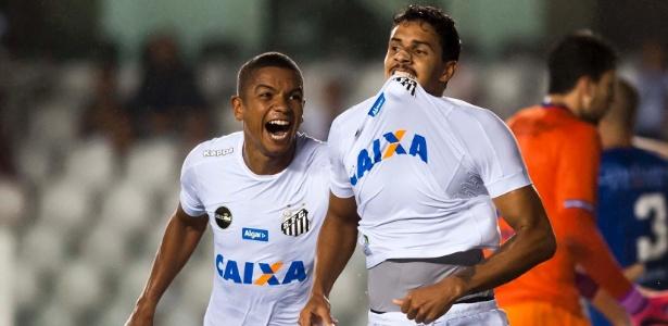 David Braz e Lucas Veríssimo comemoram gol do Santos; zaga deve ser reforçada. Foto: Ivan Storti/SantosFC