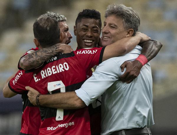 Renato comemora gol do Flamengo contra o São Paulo. Foto: Flickr/Flamengo