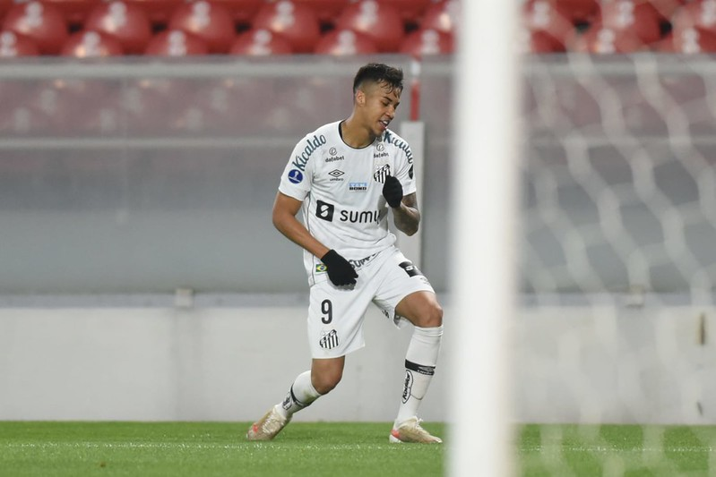 Avanço nas negociações agora depende da oferta dos portugueses ao jogador. Foto: Ivan Storti/Santos FC