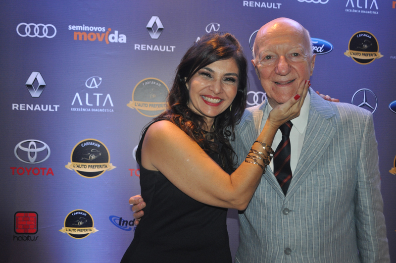 Claudia, idealizadora da premiação, ao lado do pai, Claudio Carsughi. Foto: Marcos Júnior Micheletti/Portal TT