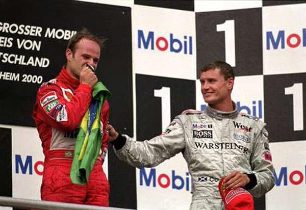 Emocionado após vencer o GP da Alemanha, ao lado de Couthard. Foto: Divulgação