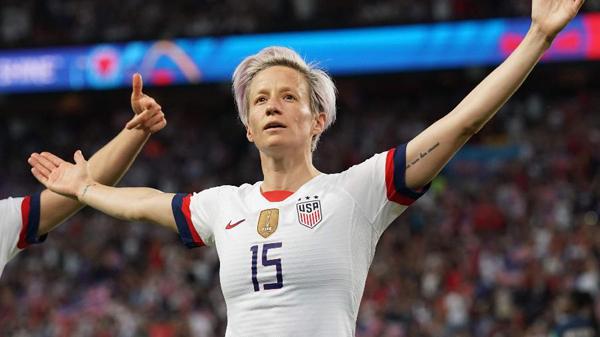 Gesto de Megan Rapinoe na comemoração do título dos EUA na Copa do Mundo comove pelo simbolismo. Foto: Lionel Bonaventure/AFP/via UOL