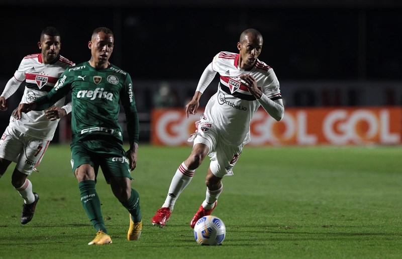 Zagueiro elogiou a equipe após o empate diante do líder Palmeiras. Foto: Rubens Chiri/saopaulofc.net