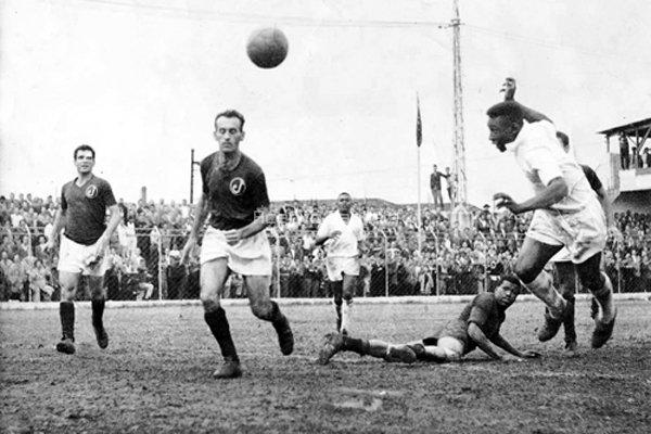 Gol mais bonito de Pelé aconteceu contra o Juventus, em 2 de agosto de 1959