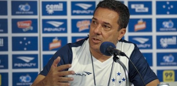 Mesmo com tantos números negativos, o técnico Vanderlei Luxemburgo garante que o time não será rebaixado