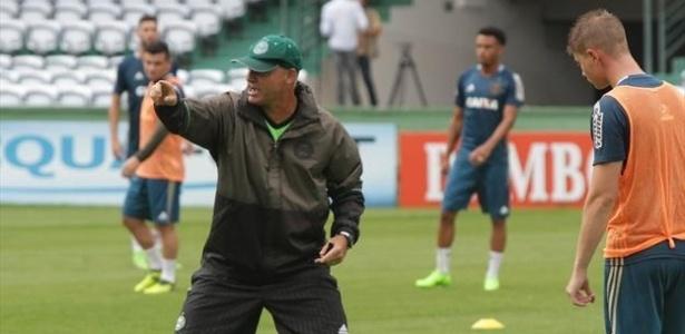 Sandro Forner comanda treino do Coritiba em fevereiro; ele pode ir para o São Paulo. Foto: Comunicação CFC
