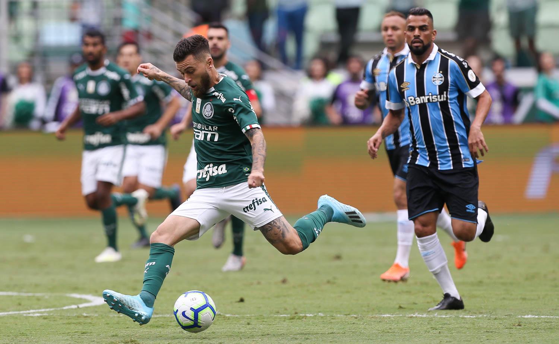 Peixe estaria interessado na contratação do meia do Palmeiras. Foto: Cesar Greco