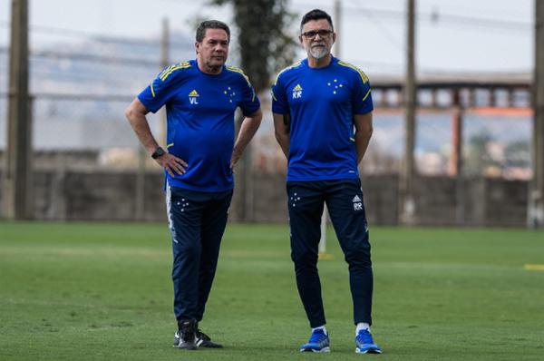 O treinador Vanderlei Luxemburgo ao lado de Ricardo Rocha, diretor técnico. Foto: Gustavo Aleixo/Cruzeiro