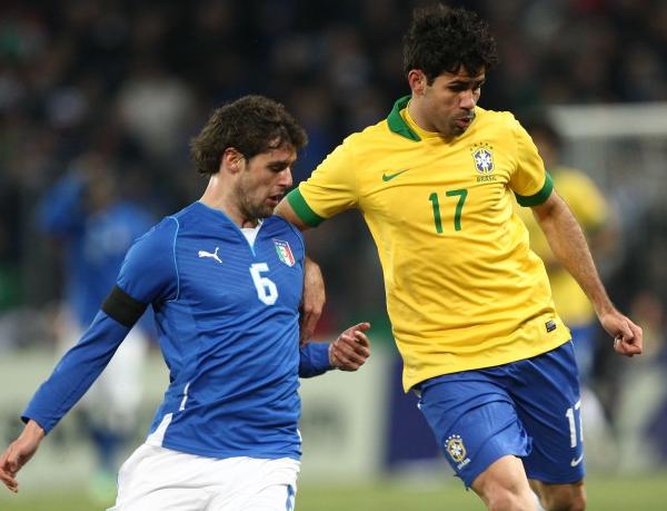 Novo centroavante do Galo atuou com Hulk em dois amistosos pelo Brasil em 2013. Foto: Mowa Sports/CBF