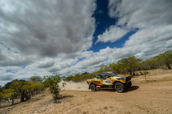 Os líderes na classificação geral, a dupla Marcos Baumgart/Kleber Cincea. Foto: Gustavo Epifanio/FOTOP