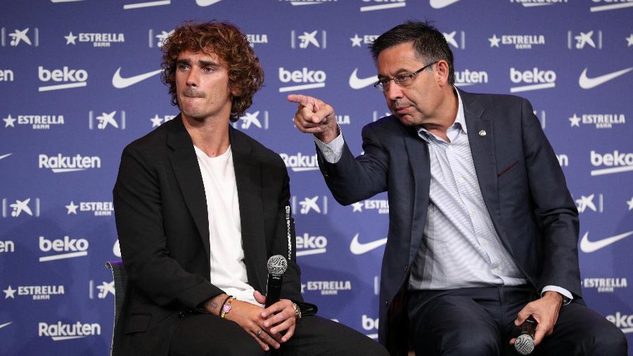 Josep Bartomeu, presidente do Barcelona, e Antoine Griezmann, atacante do clube