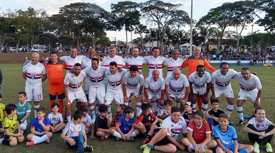 Veteranos do tricolor venceram uma equipe de associados, por 7 a 3. Fotos: Divulgação