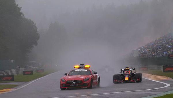 O safey-car foi a estrela principal das voltas consideradas em Spa-Francorchamps. Foto: Divulgação