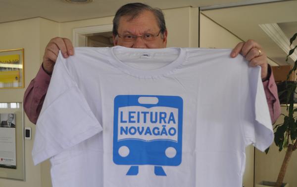 Milton Neves exibe camiseta do Leitura no Vagão. Foto: Kennedy Andres/Portal TT