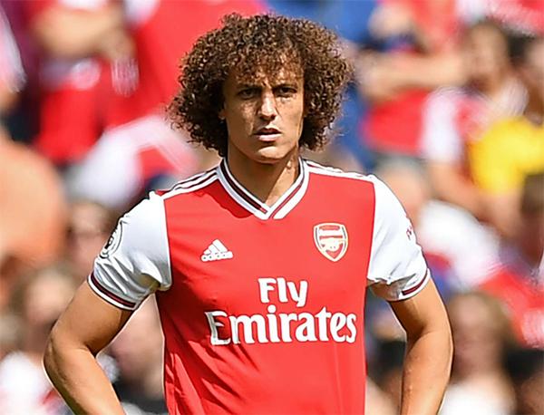 Zagueiro de 34 anos está livre no mercado desde que deixou o Arsenal. Foto: Divulgação
