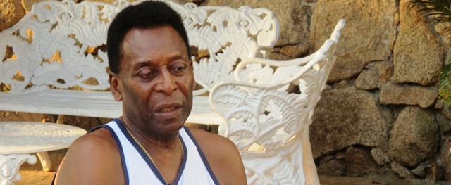 2c1b6e933bf93 Saúde de Pelé piora e ele é transferido para unidade de cuidados ...