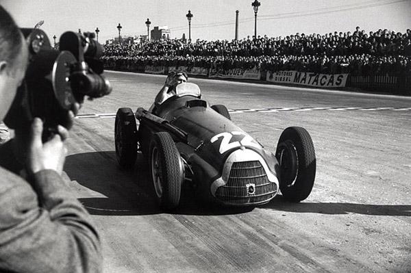 Conquista do argentino em 1951 foi a bordo da Alfa Romeo. Foto: Divulgação