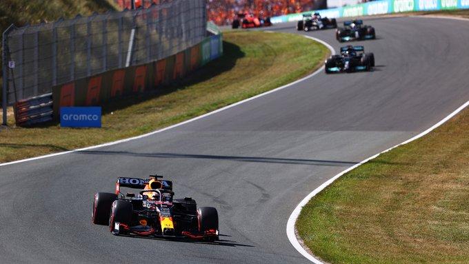 Holandês largou melhor e se sustentou à frente em Zandvoort. Foto: Red Bull Racing Honda