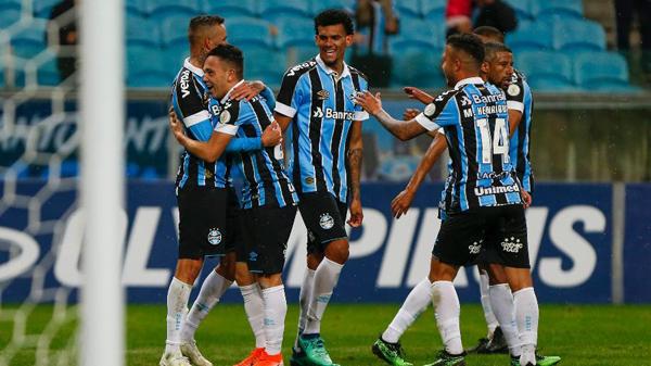 Pepê aumenta lista de jogadores da base no time titular. Foto: Jeferson Guareze/Agif/Via UOL