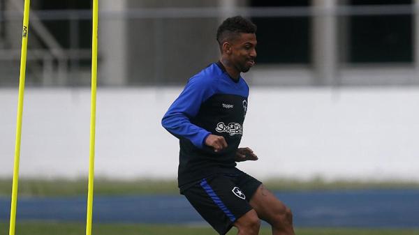 Atacante Biro Biro treinava normalmente no estádio Nilton Santos antes de sofrer a arritmia cardíaca. Foto: Vitor Silva/Botafogo/Via UOL