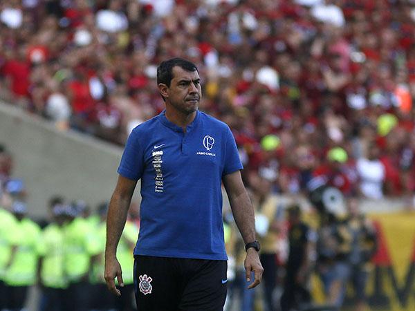 Carille é um dos alvos do Peixe para substituir Fernando Diniz. Foto: Marcos de Paula/Allsports