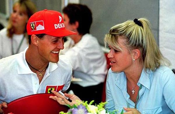 O ex-piloto, então na Ferrari, ao lado da esposa Corinna. Foto: Divulgação