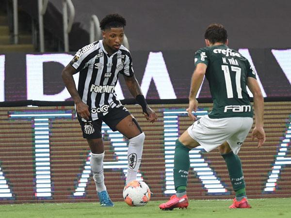 Atacante alvinegro revelou pedidos para deixar a Vila Belmiro no final da temporada passada. Foto: Ivan Storti/Santos FC