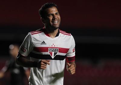 Lateral tricolor não se reapresentou ao clube após defender a seleção. Foto: Rubens Chiri/saopaulofc.net