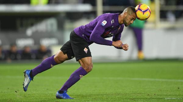 Zagueiro Vitor Hugo em ação pela Fiorentina na última temporada. Foto: ALBERTO LINGRIA/REUTERS/Via UOL