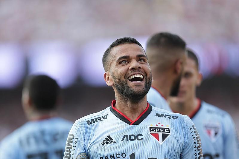 Lateral de 38 anos negocia sua rescisão com o São Paulo. Foto: Paulo Pinto/saopaulofc.net