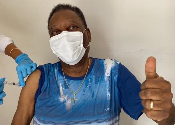 Após mais de uma semana na UTI, o Rei do Futebol finalmente foi para o quarto do hospital. Foto: Divulgação