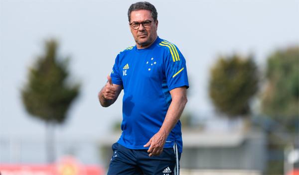 Luxemburgo ainda não perdeu comandando a equipe celeste. Foto: Divulgação/Cruzeiro