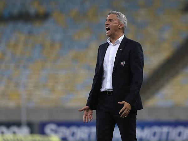 Técnico tricolor está sob pressão após resultados ruins. Foto: Rubens Chiri / saopaulofc.net