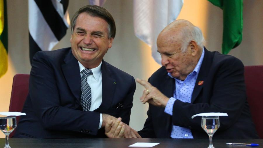 Presidente cumprimenta o ex-ponta do Santos. Foto:  Fátima Meira/Futura Press/Folha/via UOL