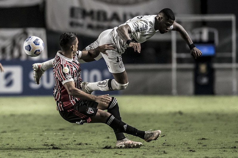Rivais paulistas foram eliminados na Copa do Brasil e estão próximos do Z4 no Brasileiro. Foto: Ivan Storti/Santos FC