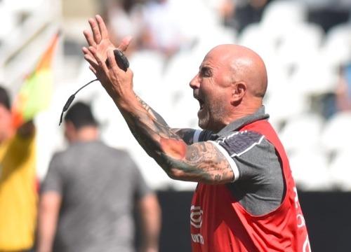 Com a vitória sobre o Botafogo, o Peixe alcançou o Palmeiras na liderança do Campeonato. (Foto: Twitter @SantosFC)