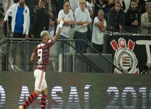 O Alvinegro corre riscos de ser multado e até de perder mandos de campo. (Foto: Alexandre Vidal)
