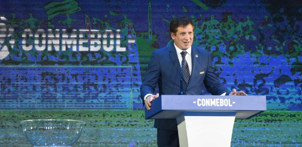 Alejandro Dominguez, presidente da Conmebol, fala durante sorteio da Libertadores