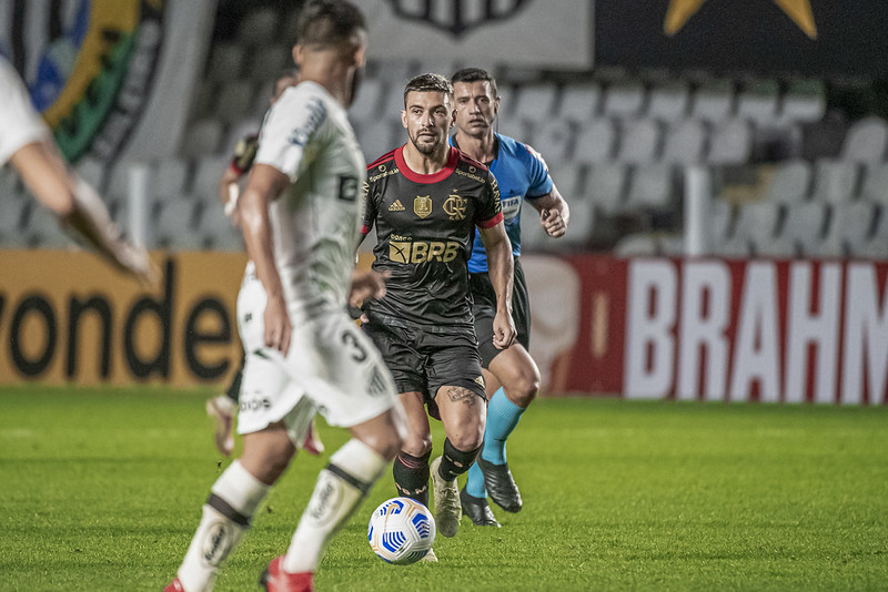 Recuperado de lesão, Arrascaeta reforça o time ao lado de Filipe Luis. Foto: Alexandre Vidal/Flamengo