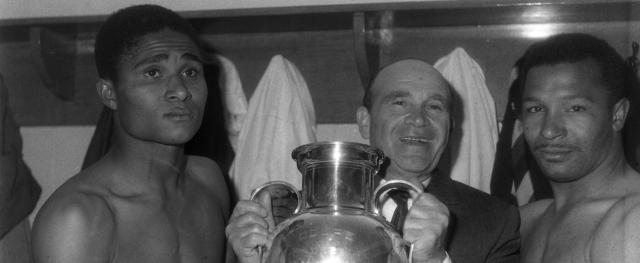 Eleito pela Fifa um dos melhores jogadores do século XX, Coluna sofria de infecção pulmonar