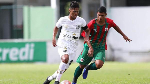 Cadu, jovem promessa da lateral direita do Santos. Foto: Pedro Ernesto Guerra Azevedo/Santos FC/Via UOL