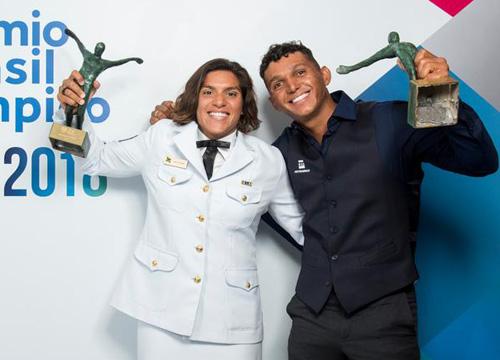 Ana Marcela Cunha e Isaquias Queiróz foram os premiados. Foto: Alexandre Loureiro/Exemplus/COB