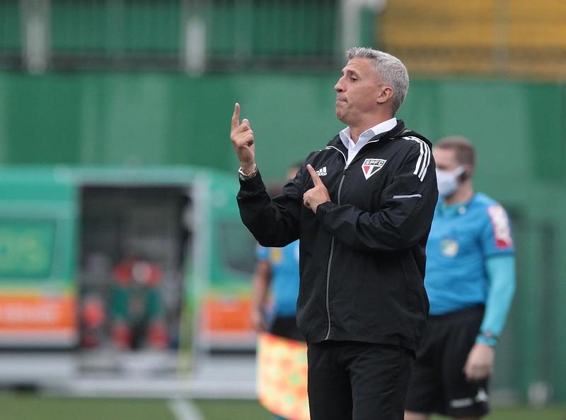 Técnico argentino está pressionado pelos resultados ruins no Brasileiro. Foto: Rubens Chiri/saopaulofc.net