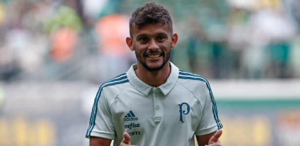 Gustavo Scarpa em sua apresentação no Palmeiras; decisão mantém atleta inativo