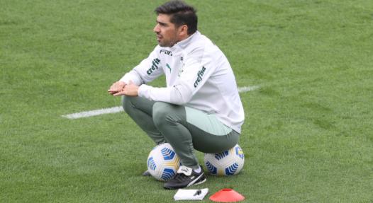 Abel Ferreira ainda não definiu quem será um dos seus atacantes. Foto: Cesar Greco/Palmeiras