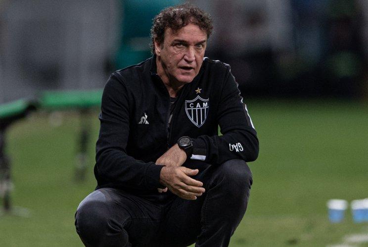 'Não é um descuido que vai nos fazer perder a rota', diz Cuca após derrota do Galo