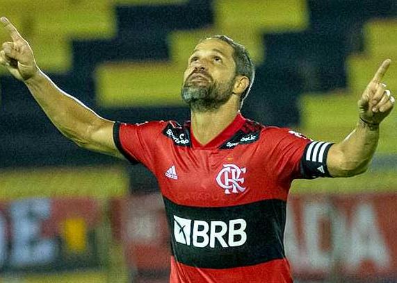 Rogério pede a contratação de Diego, meia do Flamengo, diz jornalista