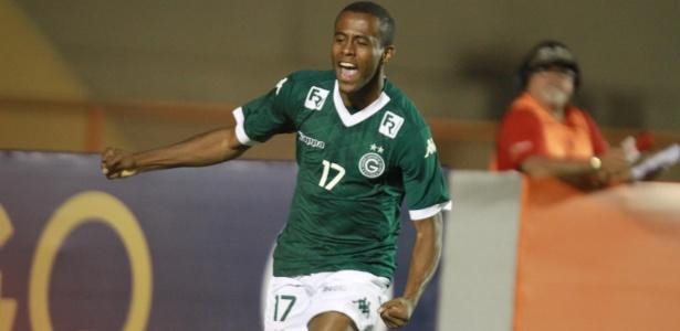 Carlos Eduardo celebra gol pelo Goiás em 2015. Foto: André Costa/Estadão Conteúdo/Via UOL
